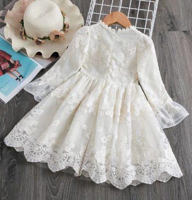 Krásné dívčí krajkové společenské šaty s dlouhým rukávem