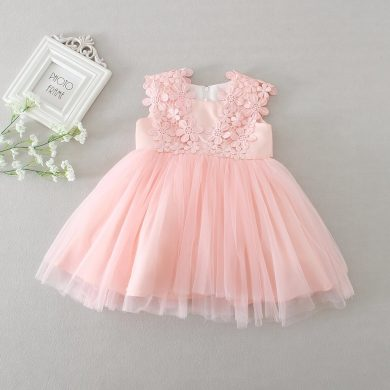 Roztomilé růžové dívčí společenský šaty s květinkami bez rukávů