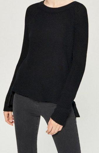 Dámský černý svetr se šněrováním