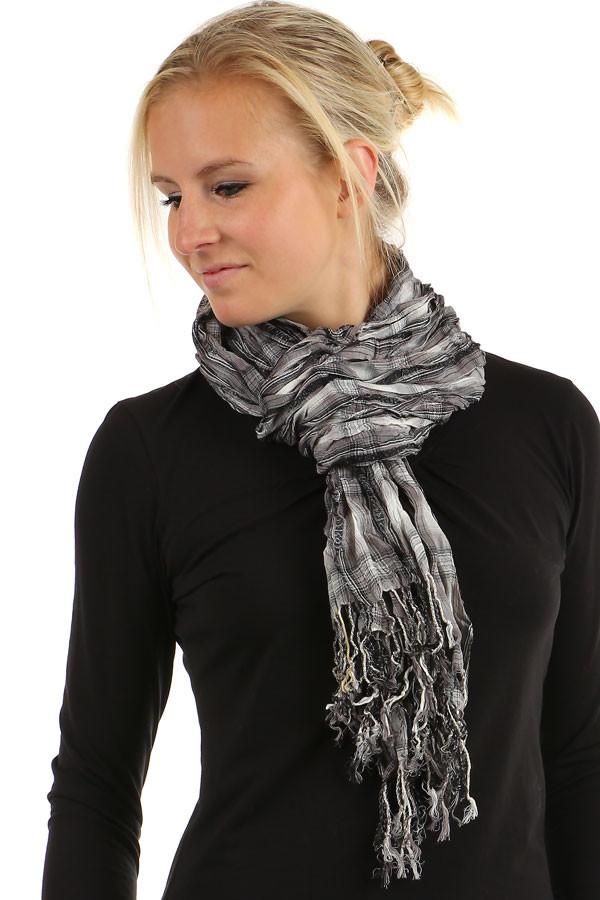 Kostkovaný šátek s třásněmi