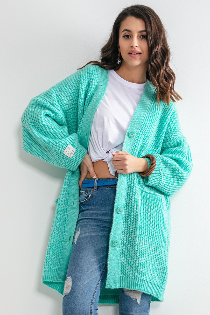 Propínací delší dámský svetr s kapsami