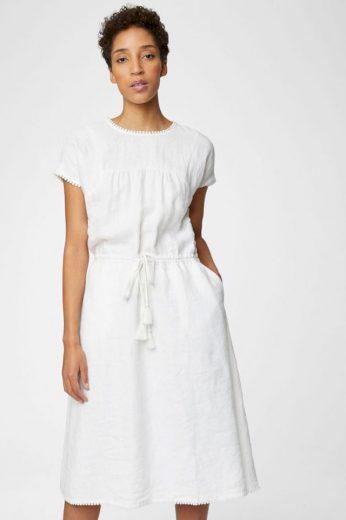 Bílé letní šaty s kapsami