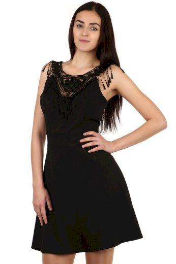 Černé šaty s krajkovou vsadkou
