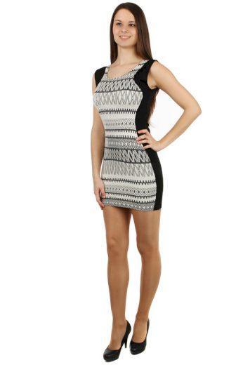 Krátké šaty se vzorem