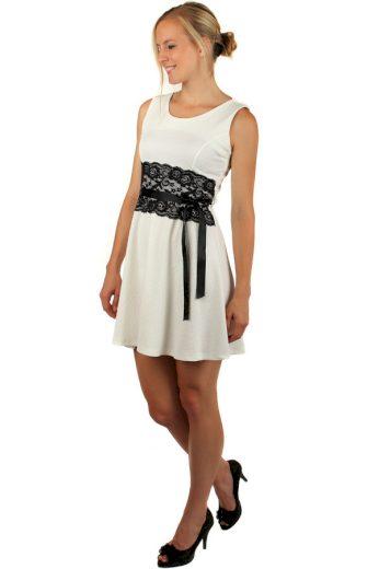 Vzorované šaty s krajkou a páskem v pase