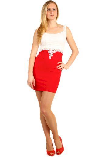 Pouzdrové šaty s krajkou v horní části