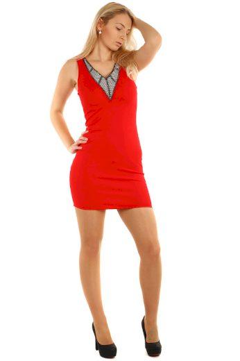 Krátké pouzdrové šaty s kamínkovou aplikací