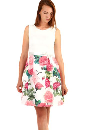 Šaty áčkového střihu s potiskem růží