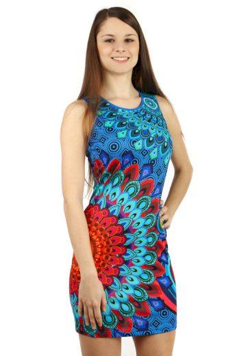 Krátké šaty s orientálním vzorem