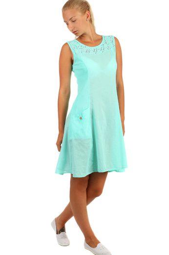 Bavlněné letní šaty áčkového střihu s krajkou a výraznými kapsami