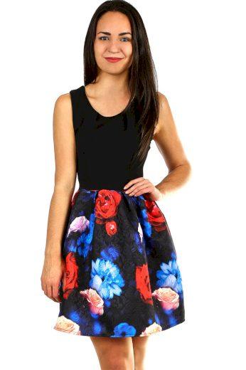Krátké dámské šaty květovanou sukní