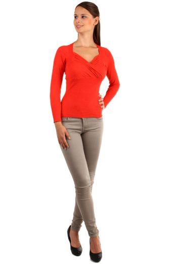 Zavinovací svetr s nařaseným výstřihem