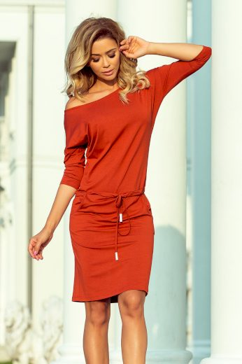 Přiléhavé jednobarevné šaty