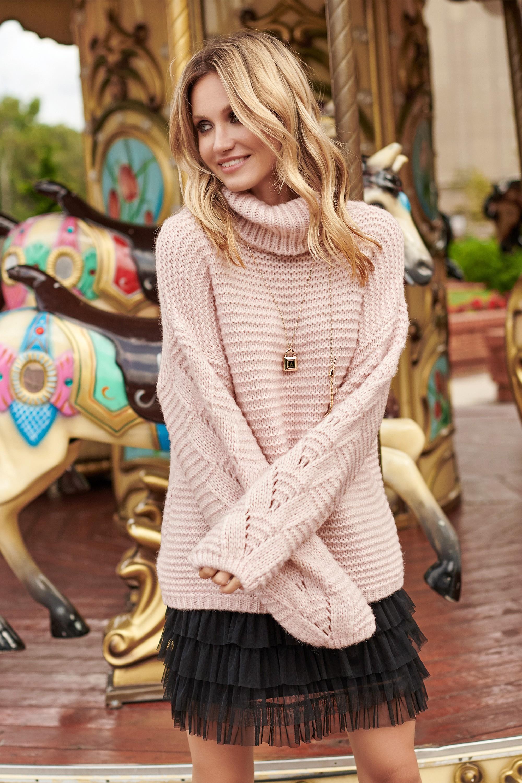 Béžový melanžový svetr vlněný s rolákem a dírkovaným vzorem