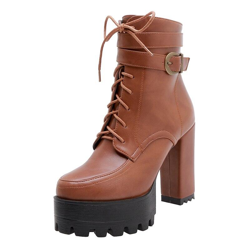 Kožené boty na podpatku s řemínkem a tkaničkami - 40