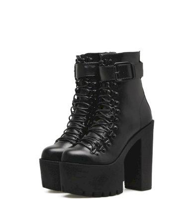 Černé kožené boty na podpatku s řemínkem s přezkou a tkaničkami