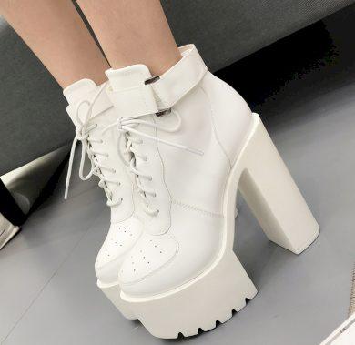 Dámské kožené kotníkové boty na podpatku se sponou a tkaničkami