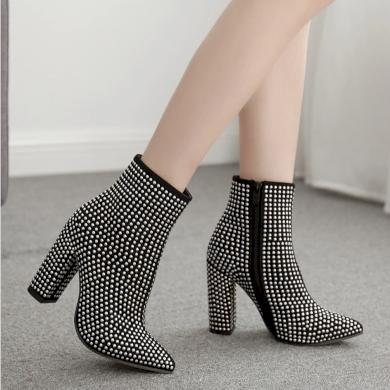Dámské černé kotníkové boty polokozačky s kovovými hroty