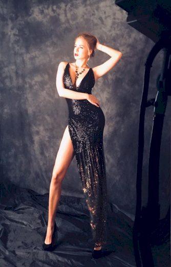 Dlouhé sexy třpytivé šaty s flitry šaty na ramínka asymetrické - VEL. XS