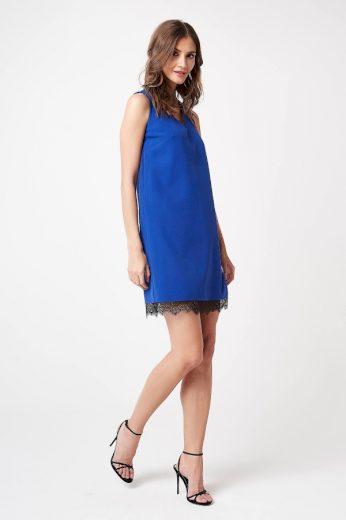 Letní áčkové šaty z příjemného úpletu s výstřihem a krajkou
