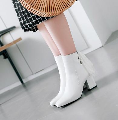 Kotníkové boty bílé polokozačky kožené s krajkovým vázáním vzadu