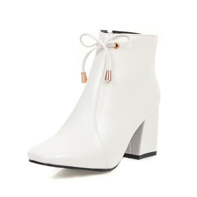 Elegantní kotníkové černé boty bílé na podpatku z umělé kůže