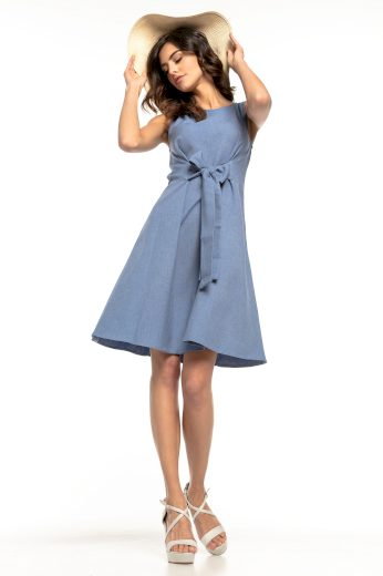 Áčkové rozšířené modré šaty šedé bez rukávů s mašlí v pase