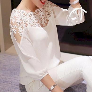 Klasická bíla halenka s krajkou