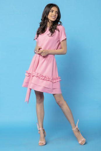Dámské mini růžové šaty s volánky a vázáním v pase - VEL. S