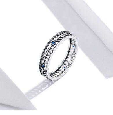 Vintážní stříbrný prsten ve stylu boho s kamínky