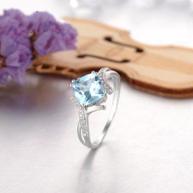 Nádherný lesklý prsten z bílého zlata s masivním topazem