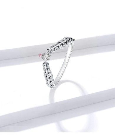 Vintážní prsten ze stříbra ve tvaru peří s kamínky uprostřed