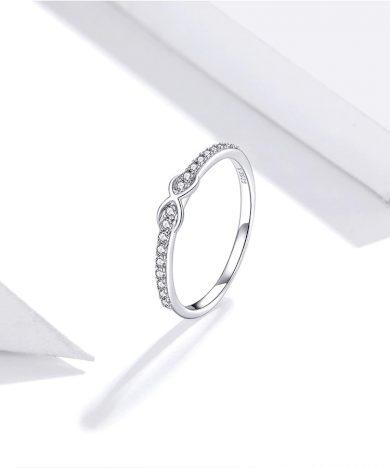 Třpytivý minimalistický prsten se symbolem nekonečno