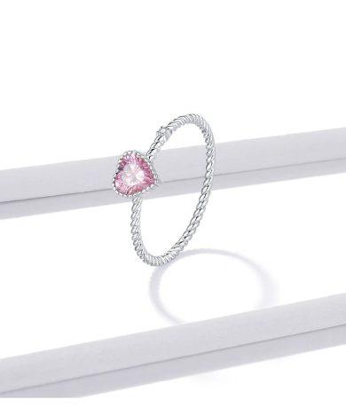 Minimalistický stříbrný prsten s růžovým srdíčkem