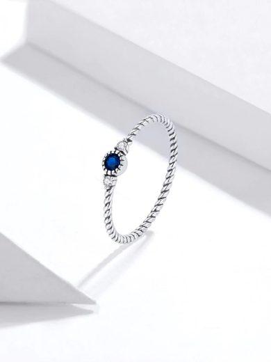 Nádherný minimalistický prsten s modrým kamínkem