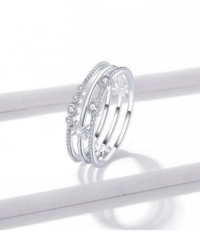 Stříbrný trojitý prsten zdobený hvězdičkami a kamínky