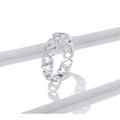 Jemný dámský prsten ze stříbra ve tvaru propletených srdíček