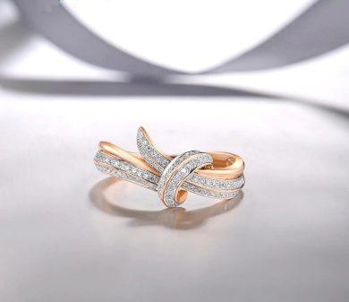 Nádherný prsten originálního tvaru s diamanty