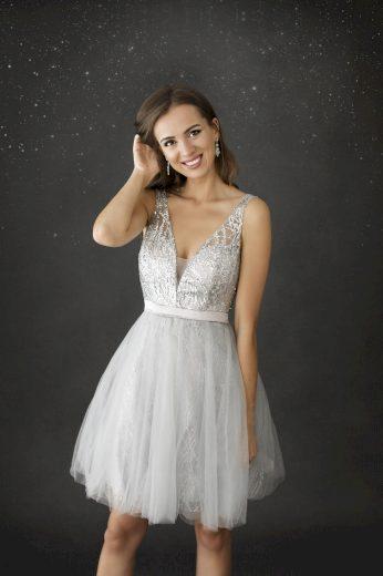 Krátké koktejlové šaty se šifonovou áčkovou sukní