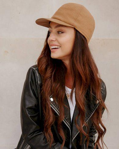 Dámská Vlněná čepice s kšiltem