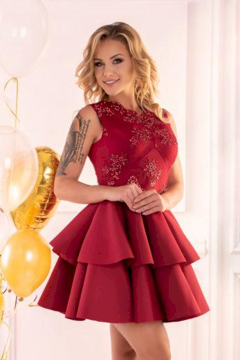 Společenské krátké šaty s krajkovými květinami a volánkovou sukní