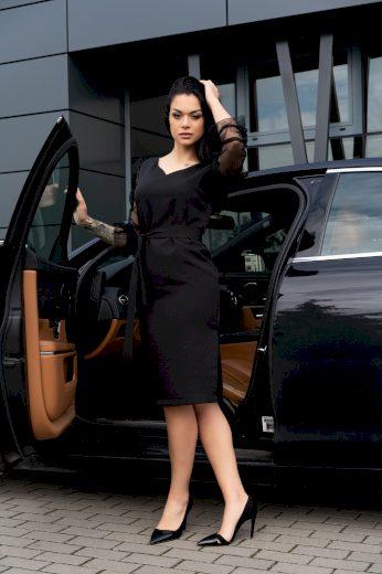 Elegantní koktejlové šaty pouzdrové se síťovanými rukávy