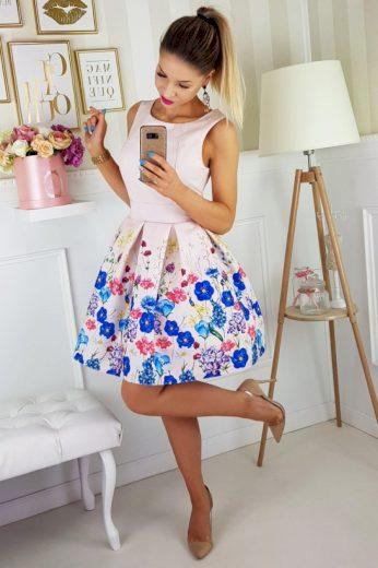 Koktejlové šaty s áčkovou sukní a květinovým vzorem