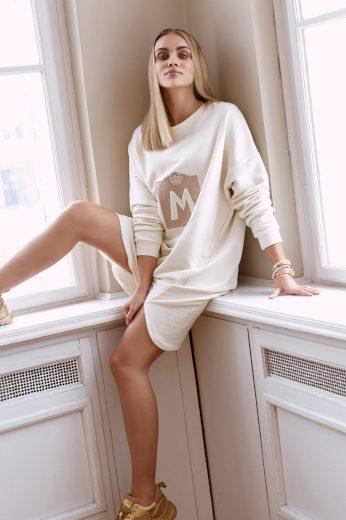 Oversize mikinové šaty s nášivkou písmeno M