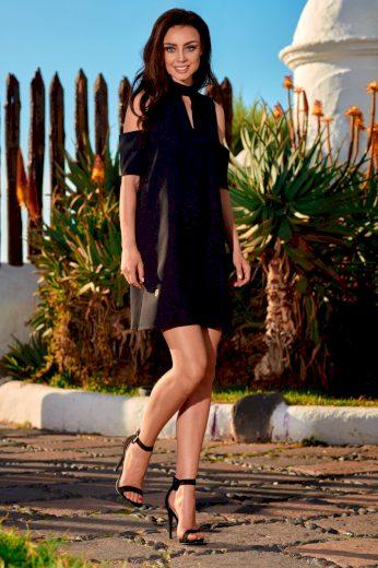 Elegantní letní šaty se stojatým límcem