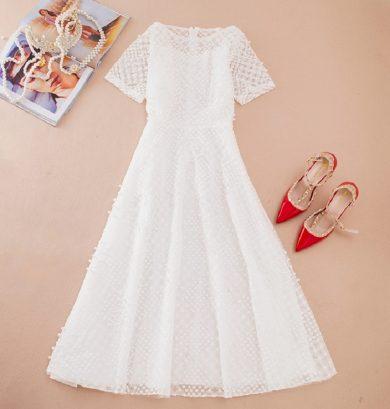 Elegantní dámské šaty s perličkami FashionEU