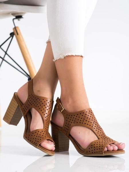 RENDA Pěkné dámské  sandály hnědé na širokém podpatku velikost 36