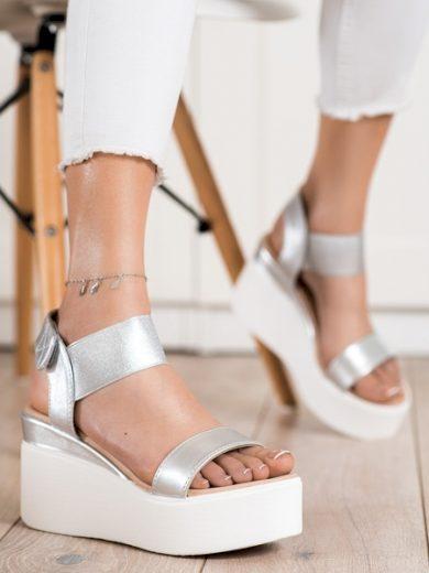SMALL SWAN Exkluzívní  sandály dámské šedo-stříbrné na klínku velikost 37