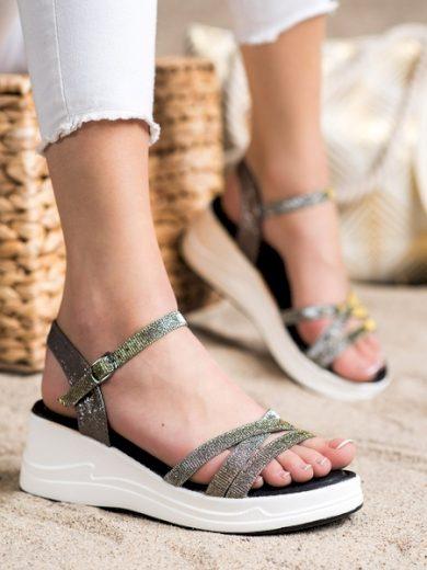 SMALL SWAN Pohodlné zlaté dámské  sandály na klínku velikost 36