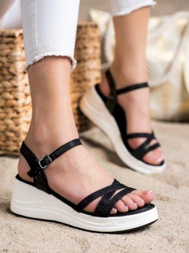 SMALL SWAN Pohodlné černé dámské  sandály na klínku velikost 37